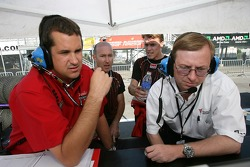 Jon Fogarty, Alex Gurney and Gainsco/ Blackhawk Racing crew members watch qualifying