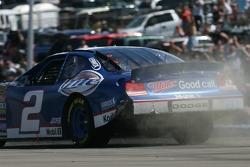 First corner: damage on the car of Kurt Busch