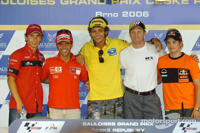 Conferencia de prensa: ganador de la pole Valentino Rossi con Loris Capirossi, Kenny Roberts, 250cc
