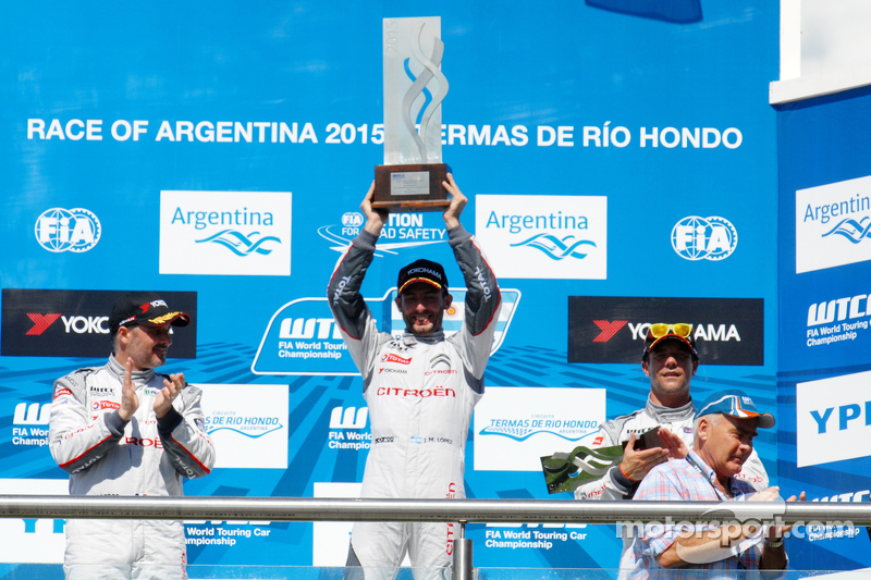 Podium: race winner Jose Maria Lopez, second place Yvan Muller, third place Sébastien Loeb