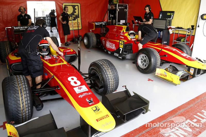 Die Garagen von Jordan King und Alexander Rossi, Racing Engineering
