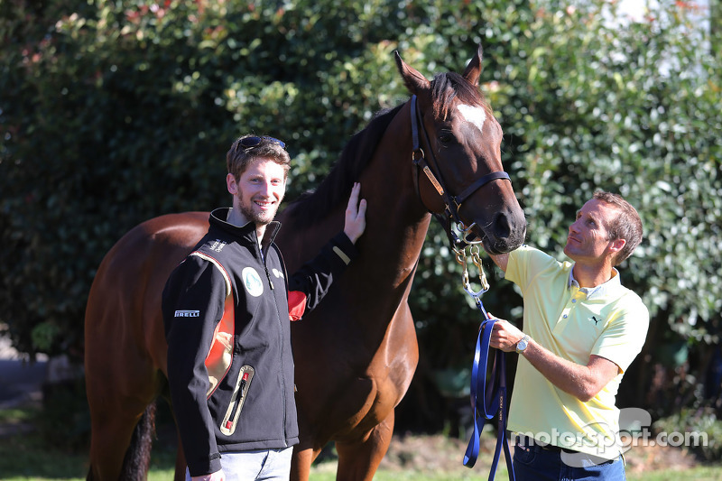 Romain Grosjean, Lotus F1 Team, meets Lankan Rupee, the world's fastest horse, and jockey Damien Oli