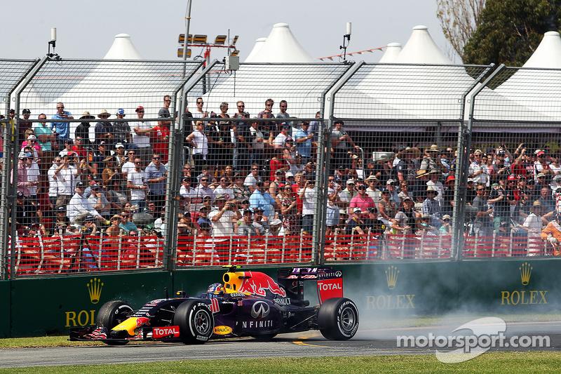Daniil Kvyat, Red Bull Racing RB11, verbremst sich