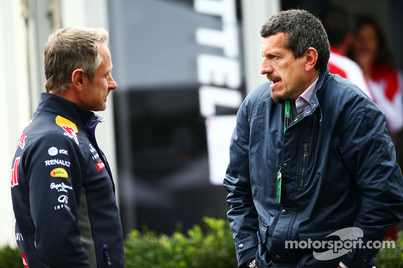 (da sinistra a destra): Jonathan Wheatley, Red Bull Racing Team Manager con Guenther Steiner, Direttore Haas F1