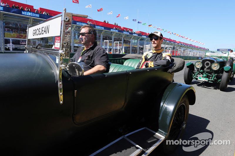 Romain Grosjean, Lotus F1 Team, bei der Fahrerparade