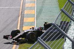 Start: trouble for Pastor Maldonado, Lotus F1 Team