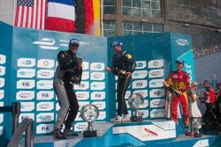 Podio: ganador de la carrera Nicolas Prost, el segundo lugar Scott Speed, el tercer lugar Daniel Abt