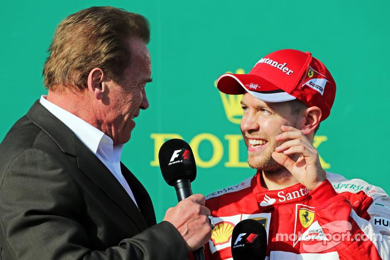 Arnold Schwarzenegger, sul podio con il terzo classificato Sebastian Vettel, Ferrari