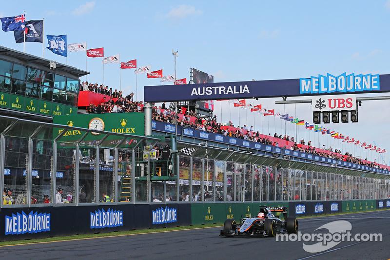 Nico Hülkenberg, Sahara Force India F1 VJM08, sieht am Ende des Rennens die Zielflagge