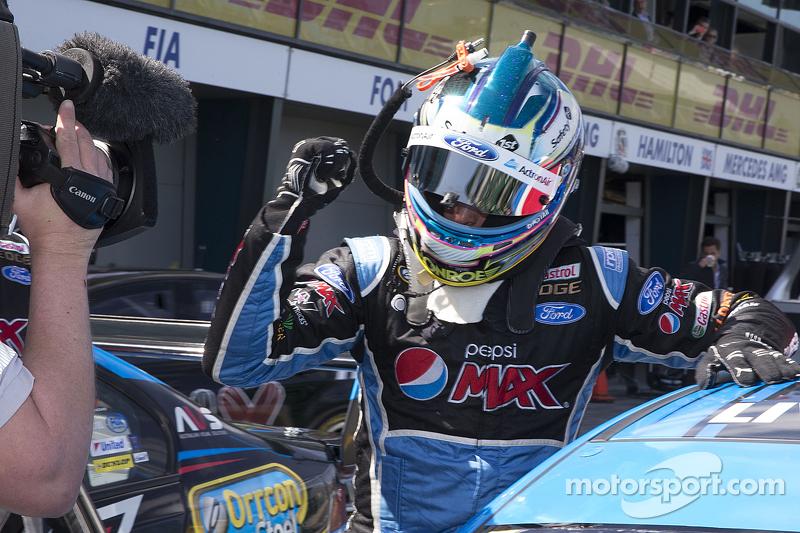 1. Mark Winterbottom, Prodrive Racing Australia, Ford, feiert