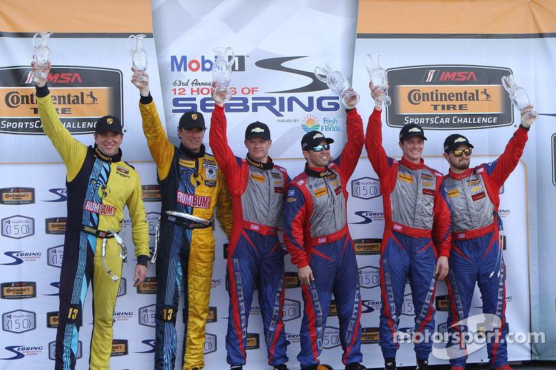 منصة التتويج: الفائزون بالسباق، روبن ليدل، آندرو دافيس، ستيفنسون موتورسبورتس. المركز الثاني، لاوسن آ