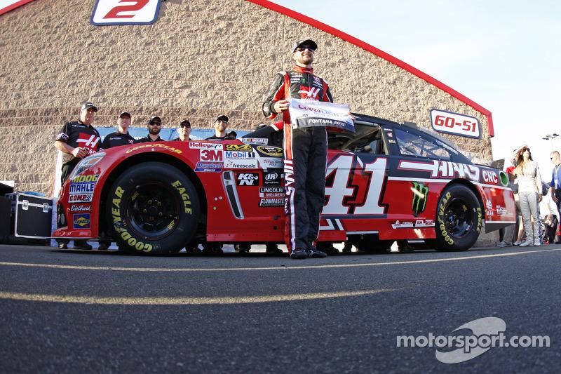 Pole-Sitter: Kurt Busch, Stewart-Haas Racing, Chevrolet, feiert