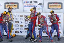 منصة التتويج: الفائزون بالسباق، روبن ليدل، آندرو دافيس، ستيفنسون موتورسبورتس. المركز الثاني، لاوسن آشنباك، مات بيل، ستيفنسون موتورسبورتس. المركز الثالث، مات بلامب، هيو بلامب، رام بام ريسينغ