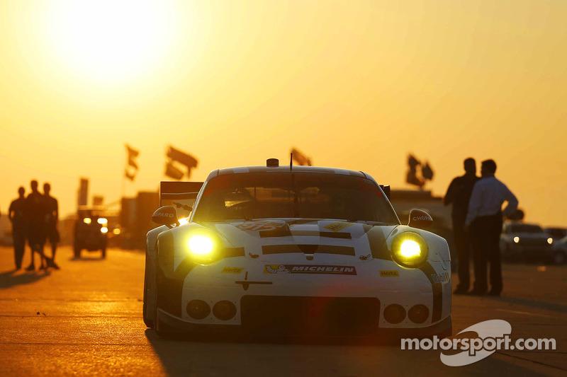 #912 Porsche Team North America, Porsche 911 RSR: Jörg Bergmeister, Earl Bamber, Frederic Makowiecki