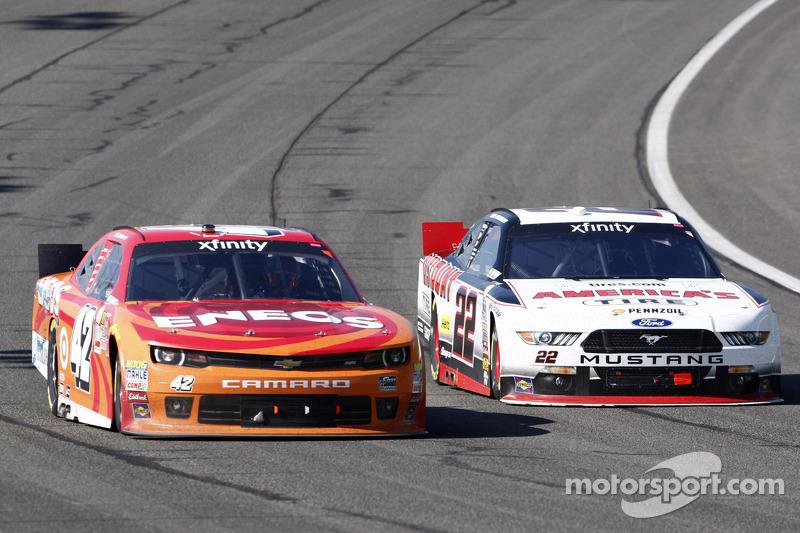 Kyle Larson, HScott Motorsports Chevrolet, Brad Keselowski, Team Penske Ford
