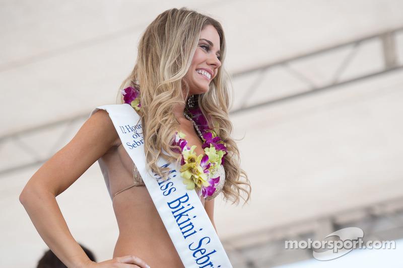 Lovely contestant в famous Sebring Bikini Contest