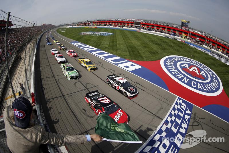 Start: Kurt Busch, Stewart-Haas Racing, Chevrolet, in Führung