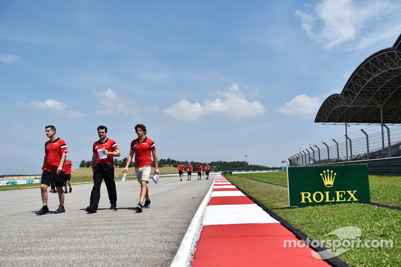 Roberto Merhi, Manor Marussia F1 Team walks the circuit