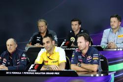 Глава Renault Sport F1 Сириль Абитбуль, спортивный директор Red Bull Racing Кристиан Хорнер и руково