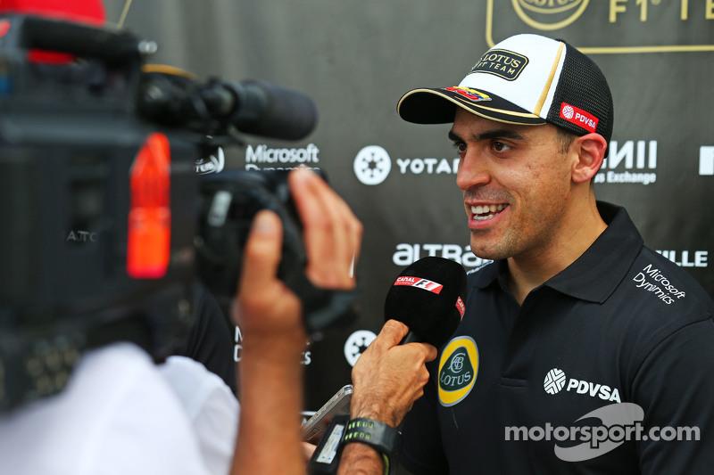 帕斯托·马尔多纳多, 路特斯F1车队,和媒体在一起