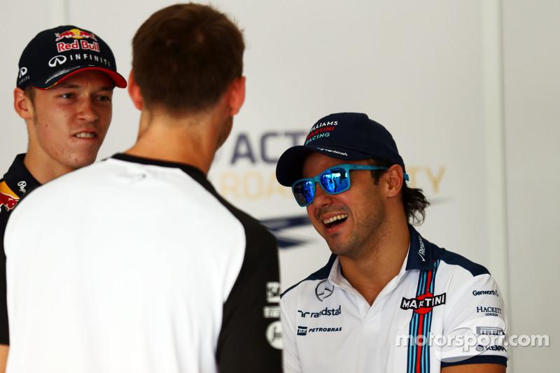 Daniil Kvyat, Red Bull Racing con Jenson Button, de McLaren y Felipe Massa, de Williams en el desfil