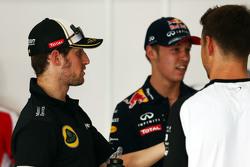 Romain Grosjean, Lotus F1 Team, mit Daniil Kvyat, Red Bull Racing, bei der Fahrerparade