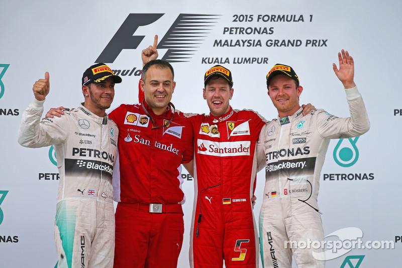 Podium: 1. Sebastian Vettel, Ferrari; 2. Lewis Hamilton, Mercedes AMG F1, und 3. Nico Rosberg, Merce
