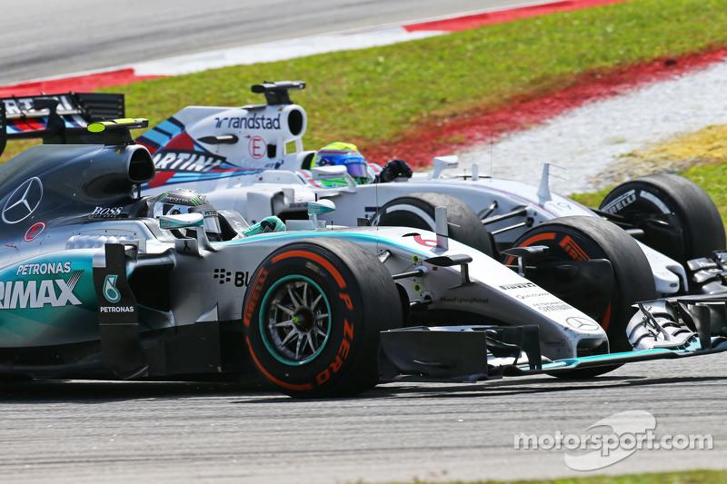 Ніко Росберг, Mercedes AMG F1 W06 та Феліпе Масса, Williams FW37 - боротьба за позиції