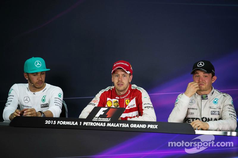 La carrera posterior Conferencia de prensa de la FIA, Mercedes AMG F1, segundo; Sebastian Vettel, Fe