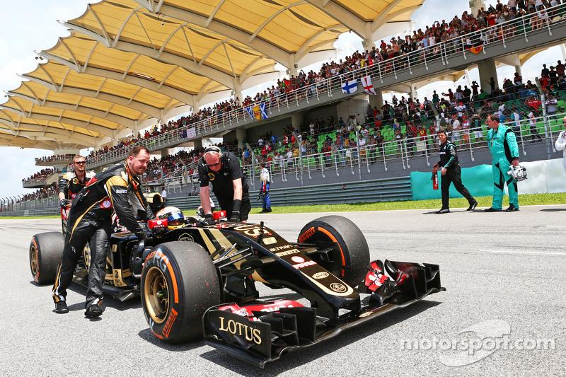 Romain Grosjean, Lotus F1 E23 en la pista