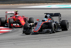 Фернандо Алонсо McLaren Honda и Кими Райкконен Scuderia Ferrari