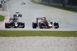 Даниил Квят Red Bull Racing RB11