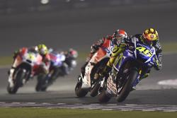 Valentino Rossi, Yamaha Factory Racing, und Andrea Dovizioso, Ducati Team
