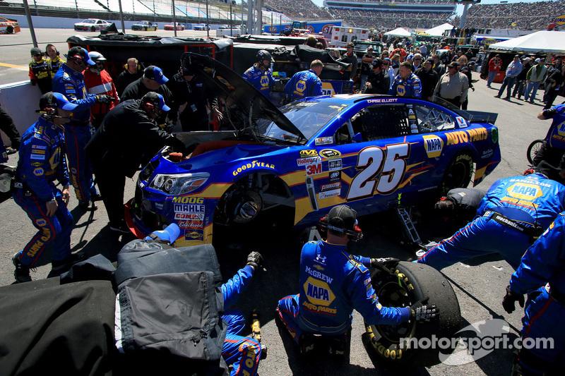 Chase Elliott, Hendrick Motorsports Chevrolet di balik dinding