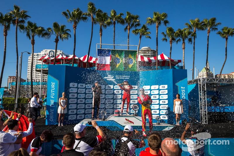 Podio: Segundo lugar Jean-Eric Vergne, Andretti Autosport, ganador de la carrera Nelson Piquet Jr.,