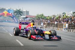 David Coulthard, Red Bull Racing, participa en el Red Bull Show Run 2015 en el Necklace Road en Hyderabad, India