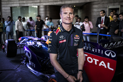 David Coulthard, Red Bull Racing, poseert voor een portretfoto tijdens de persconferentie van de Red Bull Showrun 2015 op Necklace Road in Hyderabad, India