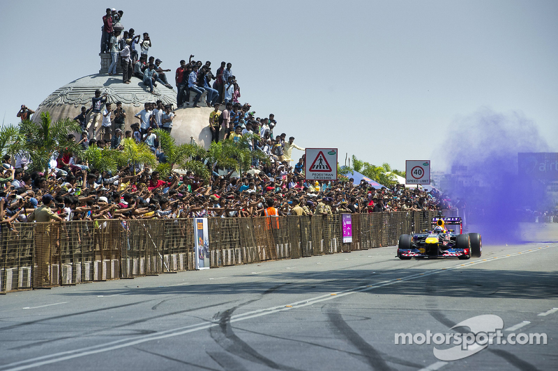 David Coulthard, Red Bull Racing tampil di Red Bull Showrun di Jalan Necklace di Hyderabad, India