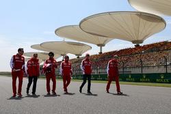 Sebastian Vettel, Scuderia Ferrari, und Esteban Gutierrez, Scuderia Ferrari