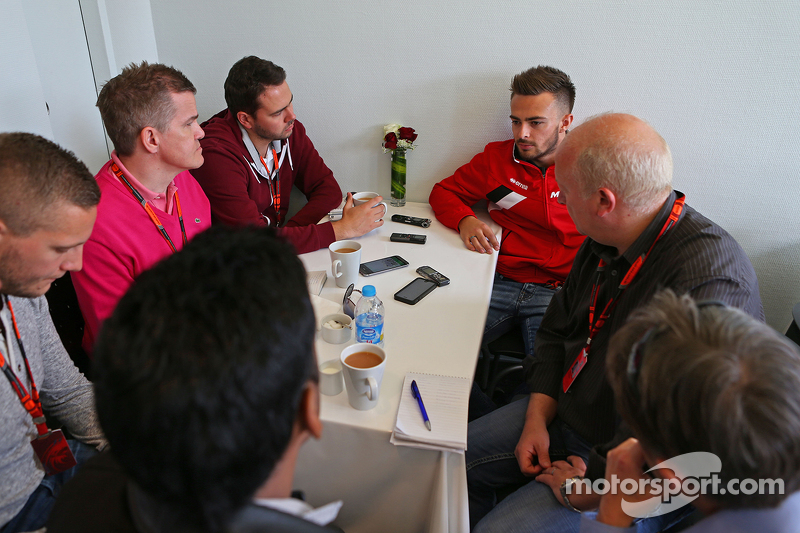 Will Stevens, Manor F1 Team, mit der Presse