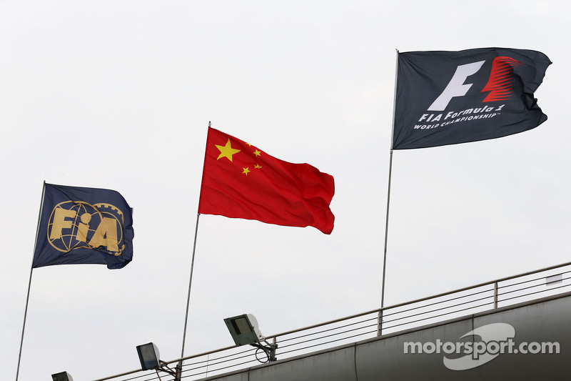 FIA, chinos, y las banderas de F1