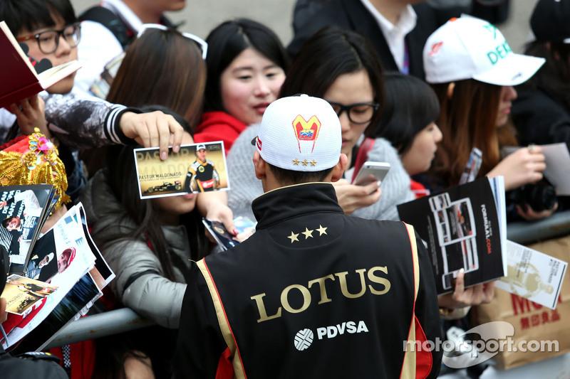 Пастор Мальдонадо, Lotus F1 Teamrequests@xpbimages.com - copy of publication required для printed pi