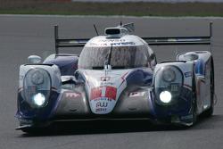 #1 丰田车队丰田TS040-Hybrid:安东尼·戴维斯, 塞巴斯蒂安·布埃米,中岛一贵