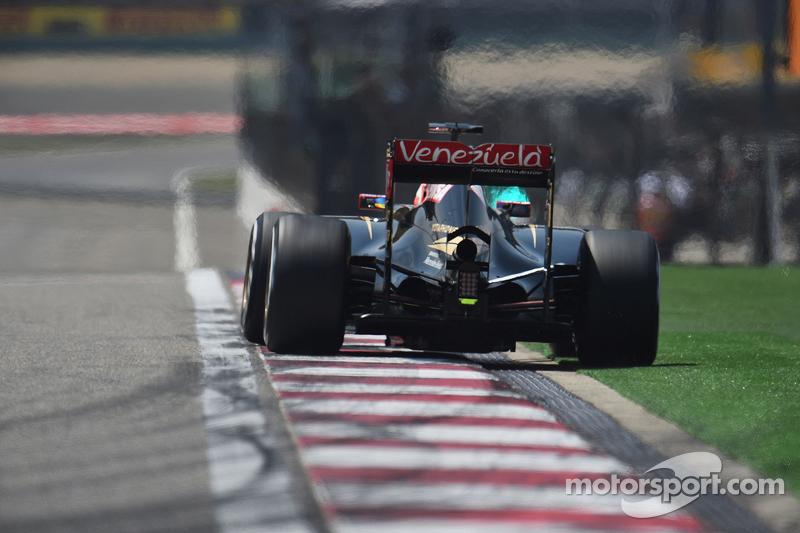رومان غروجان، على متن سيارة لوتس إي23 للفورمولا واحد