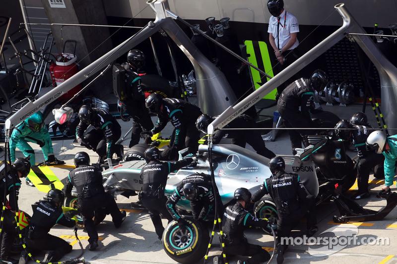 Nico Rosberg, Mercedes AMG F1 W06, beim Boxenstopp