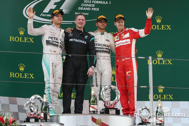 Podyum: Nico Rosberg Mercedes AMG F1, ikinci; Lewis Hamilton Mercedes AMG F1, Yarış galibi; Sebastian Vettel Ferrari, üçüncü