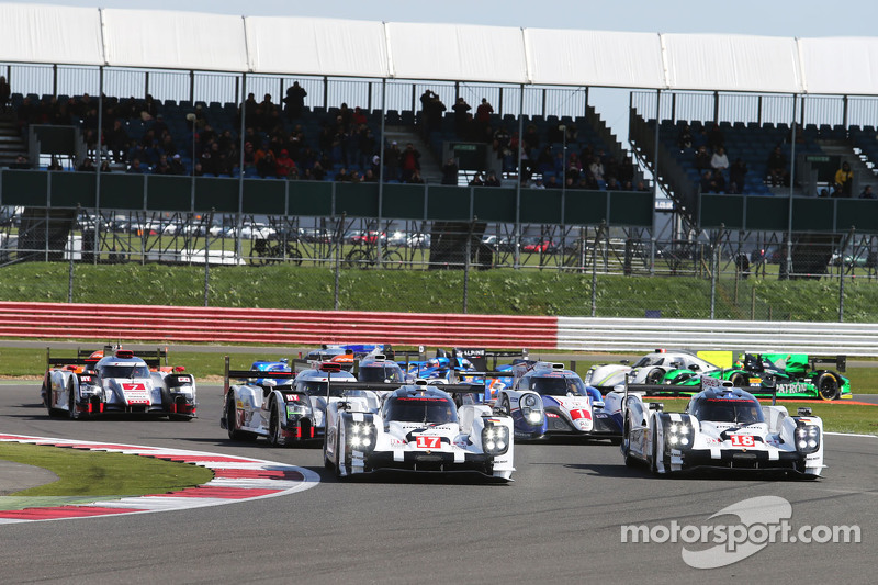 Start: #17 Porsche Team, 919 Hybrid: Timo Bernhard, Mark Webber, Brendon Hartley, und #18 Porsche Team, 919 Hybrid: Romain Dumas, Neel Jani, Marc Lieb