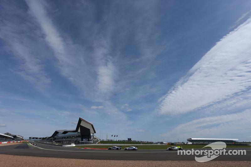 #1 Toyota Racing, TS040 Hybrid: Anthony Davidson, Sébastien Buemi, Kazuki Nakajima sowie #91 Porsche