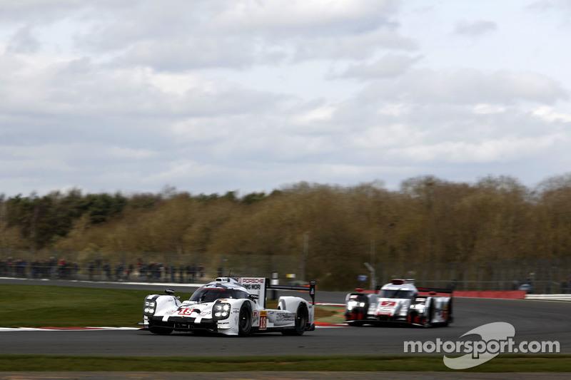 #18 Porsche Team 919 Hybrid: Romain Dumas, Neel Jani, Marc Lieb dan #7 Audi Sport Team Joest R18 e-t