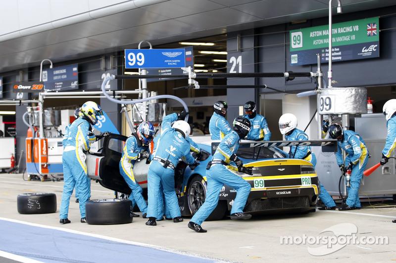 #99 阿斯顿·马丁车队,阿斯顿·马丁Vantage V8: Fernando Rees, Alex MacDowall, Richie Stanaway